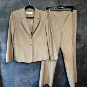 TAHARI   2-Piece Pinstripe Taupe Pants Suit Sz 8P
